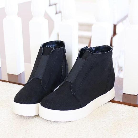 Pointer Black Wedge Booties Sneakers
